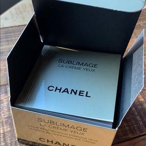 CHANEL Makeup - Chanel Ultimate Regeneration Eye Cream